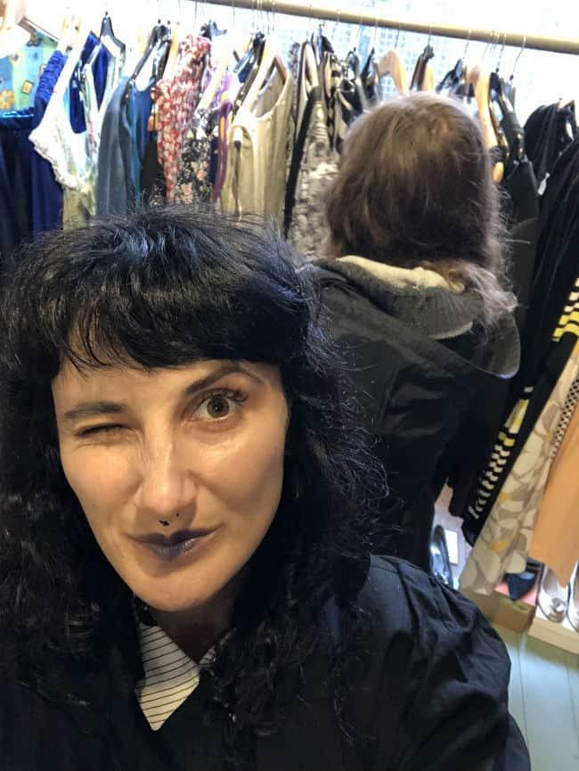 vintage-shop-selfie